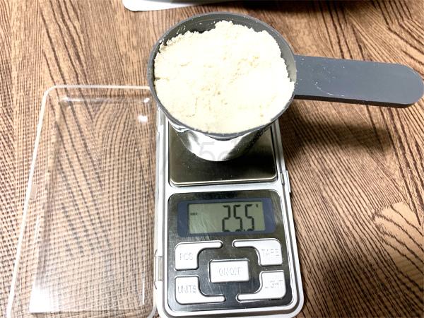 マイプロテインのブルーベリーチーズケーキのスプーン25gの量